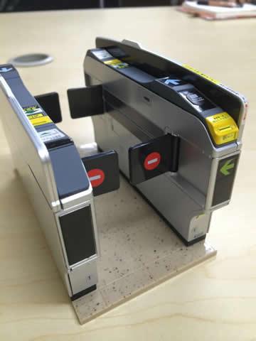 ときめいたフィギュア!自動改札機のメーカーってオムロンなんだ。