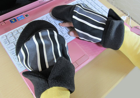 スマホやパソコンで手が冷たい!を解消する持手袋(もてぶくろ)が完成。